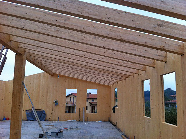 Casa in x lam interno con tetto travi e tavolato xlam for Xlam prezzo